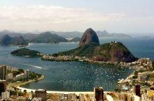 里约热内卢 - 糖面包山,里约最著名的地标之一。糖面包山,既像一个甜甜的面包,又似一头醉卧的动物,登