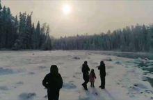 冬天的新疆,是西北的冬日童话,这里碧水晶莹,森林密布,景观秀美。冬日里,喀纳斯河就像是童话里的世界,