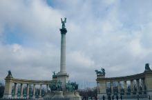 【景点攻略】布达佩斯英雄广场游玩攻略 详细地址: 布达佩斯人民共和国大街 交通攻略:地铁1号线直达。