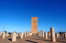 哈桑塔的原身是摩洛哥最大的清真寺,也是拉巴特最古老的清真寺,建于1195年,这样算起来,距今已经有8