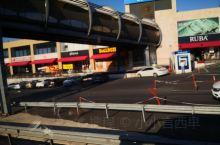 过街天桥     ——土耳其  🌹🌷🌹这种商城联通方法值得学习借鉴……~@