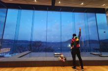 北海道冬季自驾游 DAY3 洞爷湖 洞爷湖惊喜莫过于入住乃之风~ 面朝湖泊的大落地窗随时观景~ 睁开