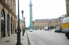 旺多姆广场。 旺多姆广场   建立于18世纪初旺多姆广场,是为了纪念法国国王路易十四世的光辉成就。广