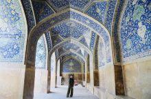 伊朗 伊斯法罕   伊玛目清真寺作为伊斯法罕最大的双层大拱顶清真寺,占地17000平方米,建于161