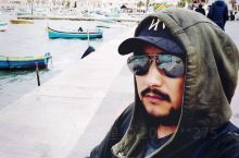 终于自己露脸了 在马耳他的最后一站… 无数色彩斑斓的小船停在海湾里,因为当天大风都没有出海。难得看到