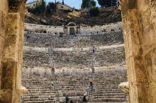 2016年第一次去安曼,客户带我游览罗马剧场,不过在门外看看没买票进去。2019年第二次去安曼,趁客