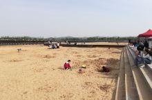 龙湖公园的人造沙滩。