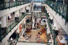 我在这里#  圣卡特琳娜大道  Complexe Les Ailes 市中心的一个商场 中等规模 人