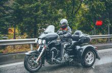 """重机穿越怒江大峡谷,一群老男孩诠释不老青春。历时十天的""""穿越三江并流""""的重机骑行活动,终于在泸水集合"""