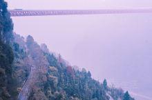 德夯大峡谷,感受大自然的鬼斧神工与独特湘西智慧  如果说公路奇观和世界第一悬索桥,是我们湘西人民改造
