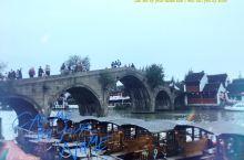 五一错峰出游-上海朱家角古镇,漫步古镇中各种美食因有尽有,走累了也可坐在河边饭店里来一顿正宗的上海本