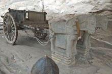 龙门二十品中有十九品在古阳洞,仅有一品在位于老龙洞外的第660窟(慈香窑)。这些造像记中的功德主多是