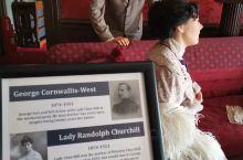 1978年,城堡经营权被出售给杜莎夫人蜡像馆。这里被开发成为一个能让普通游客走入贵族宅邸体验的旅游景