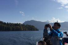 瑞士卢塞恩湖坐游船游览观光美景。