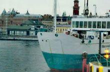从瑞典南部海滨城市赫尔新堡坐游轮,通过厄勒 【行程攻略】 行程安排: 游览丹麦赫尔新堡和哈姆雷特城堡