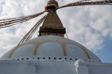 尼泊尔著名的古迹之一。塔高38米,直径100米。 博达哈大佛塔是世界上最大的圆佛塔,也是加德满都谷地