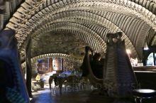异形之父酒吧HR Giger Museum Bar 可能是世界上最吓人,最前卫,最特别,但又美丽的酒