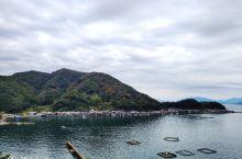 时隔两三年,又来了京都丹后地区。 挺早就知道伊根,当时觉得他们的船屋很有特色。屋子一半悬在海上,一半