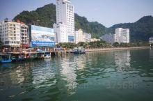吉婆岛水清,风景很漂亮,早上从海防可以坐车去,下午坐快艇回来很方便