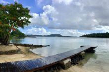 处于大洋洲的瓦努阿图共和国,由83个岛屿组成,在闻名的斐济群岛东面。2017年人口是27万,华人60