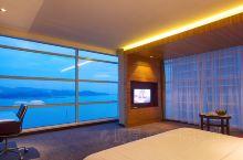 看的见海景的房间。再次入住沙巴阁蓝帝酒店 ,这是我在亚庇最喜欢的酒店之一。宽敞舒适的客房,透过落地窗