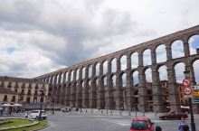 游2000年著名的罗马水道渠,吃皇家御用的烤乳猪,逛宁静优美的塞哥维亚古镇及白雪公主的城堡