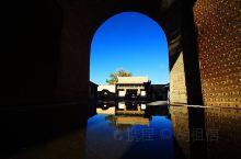 """瑞安堡俗称""""王团堡子"""",位于河西走廊东北部,该堡平面布局为""""一品当朝"""",形呈""""凤凰单展翅"""",寓意深刻"""