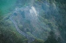 阴阳界这里是可以看到庙基岭的最高处的 五千三百五十三米 这也是西岭雪山上最为重要的经典 所谓阴阳界
