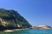 在Agios Stefanos海滩观潮汐起伏,日出日落  #狭长海滩  这个海滩是真的很狭长,路面倒
