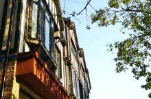 小众旅行英伦风小镇拍照攻略 强烈推荐的上海泰晤士小镇,知名婚纱摄影地,满满的欧洲风情,草地,河畔,楼