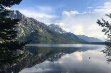 身临杰尼湖,连叹息都是赞叹  阳光灿烂的午后来到大提顿国家公园,走进杰尼湖,心情变得无比的激动。初秋