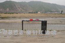 我国幅员辽阔,陆上边境线漫长,东西南北都有邻国接壤,也就有了很多国门,在东北的图们就是中朝边境的国门