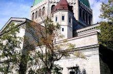 """蒙特利尔皇家山""""圣约瑟夫大教堂"""",座落在蒙特利尔的皇家山顶上,它是世界上最著名的朝拜圣坛之一,建于1"""