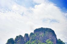 那些惟妙惟肖的象形石。国家4A级景区、省级名胜风景区五指石景区,由贵妃谷、一线天、罗汉峰、石林寺和贵