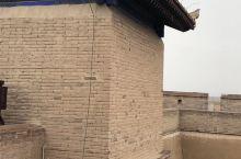 在这里还真的是一个特别神奇的地方,在大漠戈壁当中能见到如此保存完好的城墙还真的是非常不容易。历史上在