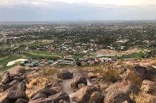 地址奇特考验人类体能——驼背山  驼背山是典型的沙漠气候,又干又热,不过这里的自然风光也和别处不同,