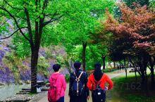 永嘉书院是温州旅游必须去的地方,那里有山有水,有文化历史有名人蜡像馆,有住宿有喝茶吃饭的地方,是比较