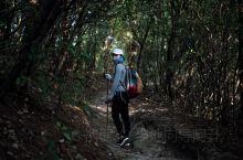 三天两夜徒步武功山30km    网上约的伴,六个人中午从龙山村上山,穿过累死人艰难险阻的林间山路夜