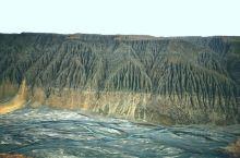 独山子大峡谷,大自然的超凡魅力 喀纳斯前往奎屯,经过独库公路的起始点~独山子。本来没有打算去独山子大