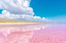 在去往安卡拉的途中,我们路过了世界第二大盐湖--图兹盐湖,雨后的湖面像镜子一样,反射着美丽得令人窒息