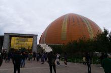 """新疆剧场,外形像""""洋葱"""",剧场大厅,非常漂亮!还赶上国庆节,""""千回西域""""有白天场次,比晚场便宜好多,"""
