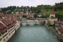 【伯尔尼】 可能有很多人都认为瑞士的首都是日内瓦或是苏黎世,因为它们的国际知名度较高,但瑞士的首都设