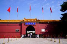 镜头下的京城中轴线:中山公园  中山公园紧邻位于京城中轴线的天安门,是一座由皇家祭坛改建而成的公共园