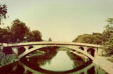 国庆节前一天,自驾接上大学孩子回家。因为学习土木桥梁专业,途经赵县,赵州桥必须去看的。还没大规模放假