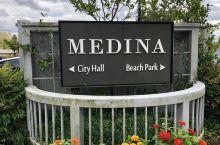 麦迪纳小镇 华盛顿湖滨的一个小市,IT精英比尔·盖茨湖滨豪宅就在这里。不知道是因为风景还是比尔·盖茨