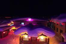 从雪乡翻越青草山到雪谷是东北雪地最经典的赏雪徒步路线,全程15公里,起点海拔400米,垂直上升800