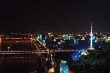 【武汉,看两江灯光秀】  武汉两江灯光秀,持续整个十月。如果可以的话,强烈推荐去看看~要提前找好观景