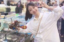 嘻嘻带你们去逛海南最有名的的万人海鲜市场! 这边的海鲜真的又大又新鲜昂,而且面积很大!大概里边有几十