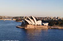 悉尼市区的景点大都在南岸5公里范围内,脚力好的话可以一天走完。我选的线路是市政厅Town hall,