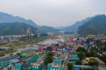 百里峡艺术小镇,专属于色彩的房屋与街道 百里峡艺术小镇,在北京的西郊与河北接壤,导航至保定市涞水县百